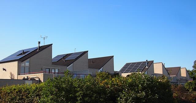 Polecane panele fotowoltaiczne – bezpieczny energetycznie dom.